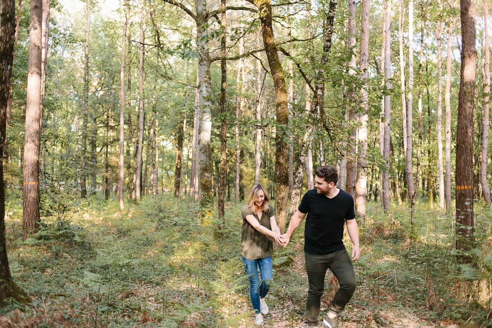 séance couple séance engagement avant mariage engagement session photos de couple en foret